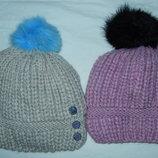 Теплые шапки с натуральным бубоном,новые,р-р универсальный