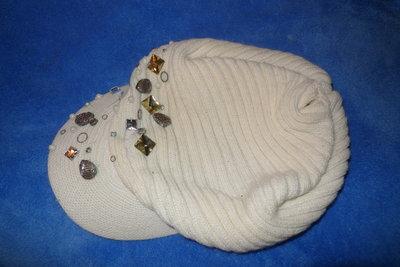 Кепка белая вязаная с камнями р.56-58